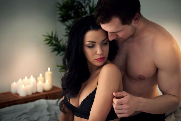 pareja a punto de tener sexo oral
